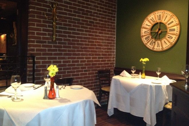 Photo of Cafe de Paris, Quincy, Massachusetts (from http://hiddenboston.com/blogphotopages/CafeDeParisPhoto.html)