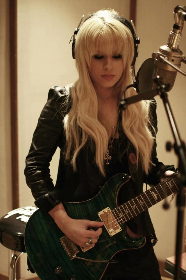 #Orianthi, you always look so sincere when you are recording... it's a really personal experience for you, isn't it?