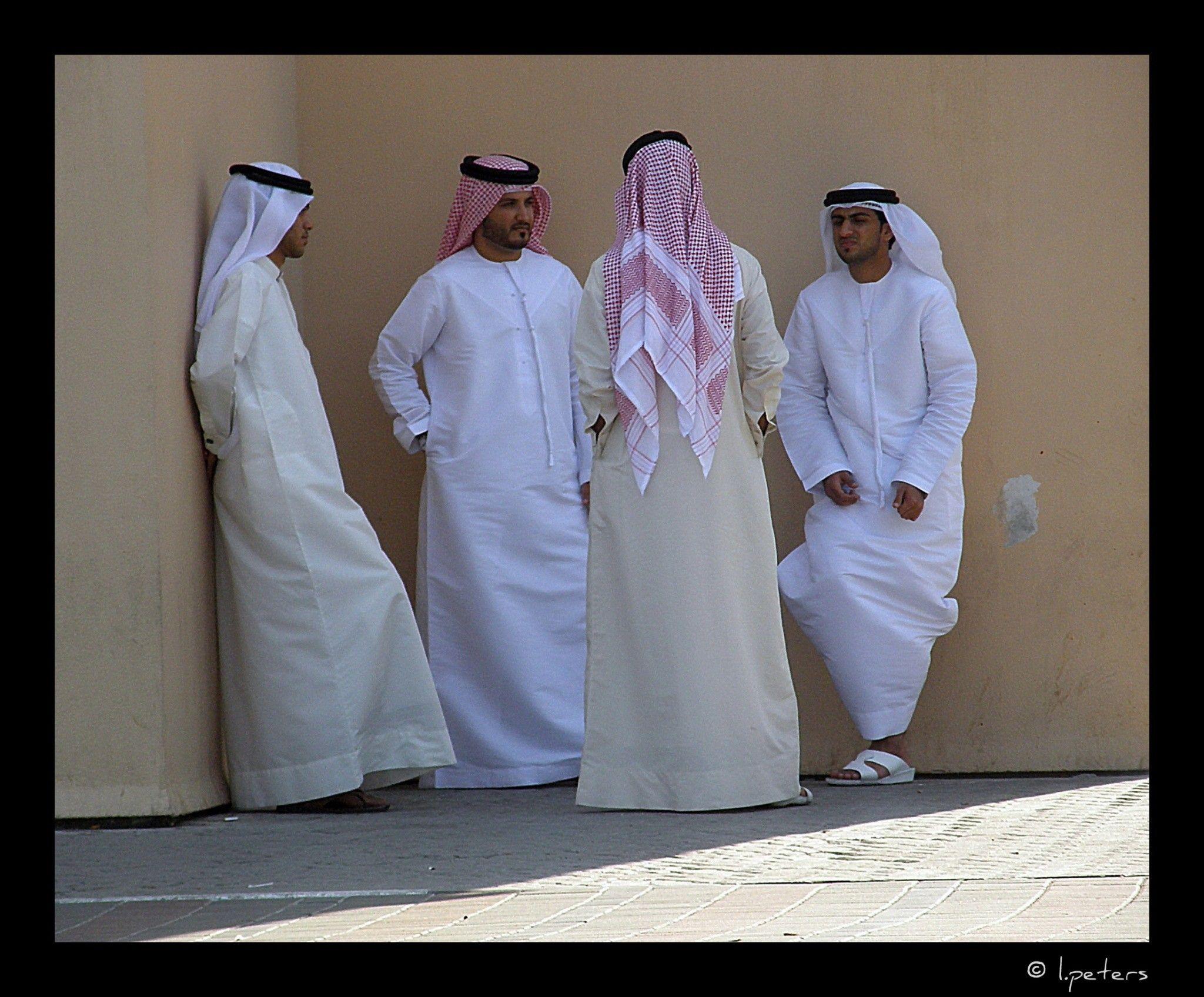 буквально арабские эмираты мужчины фото валенсии его визитная