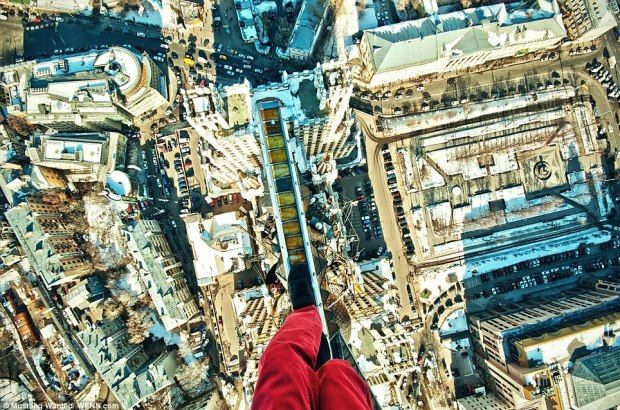 These Breathtaking Free Climbing Pictures Will Amaze & Scare You