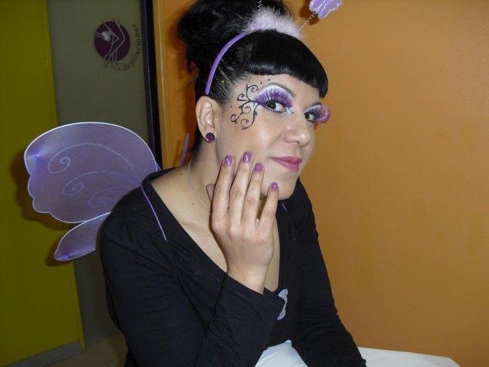 Una mariposa, con un bonito y sencillo maquillaje