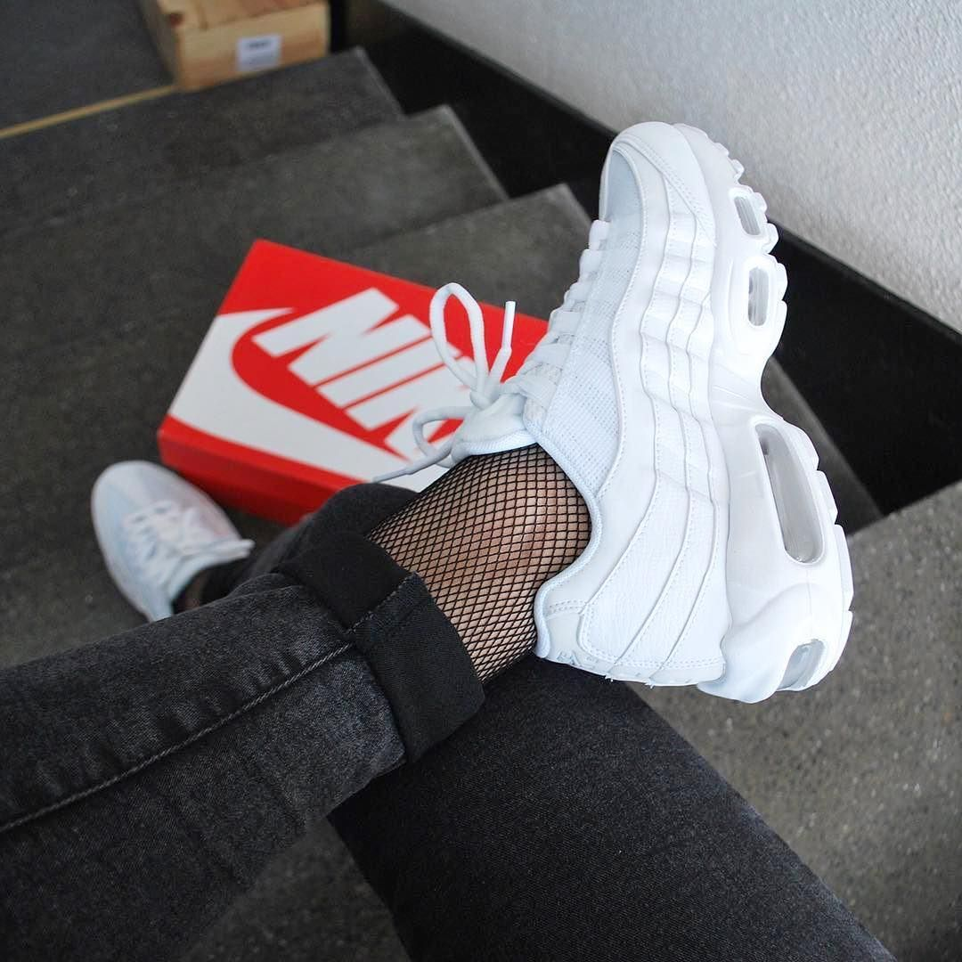 nike air max 95 all white womens outfit