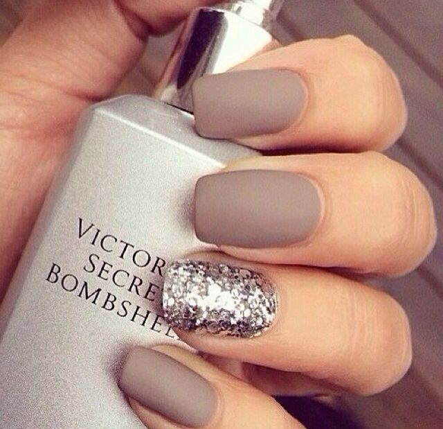 Light Grey With Off White And Diamond Bridesmaids Nails White Glitter Nails Prom Nails