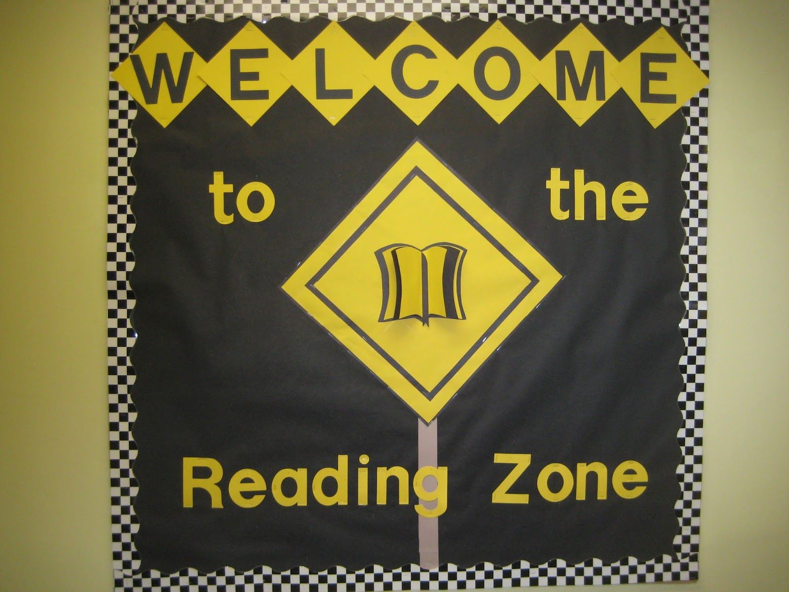 "Lorri's School Library Blog: Fall - Thanksgiving - Back to School - Library Bulletin Boards--(Check my ""Bulletin Board Masterpost"" for more bulletin board images)"
