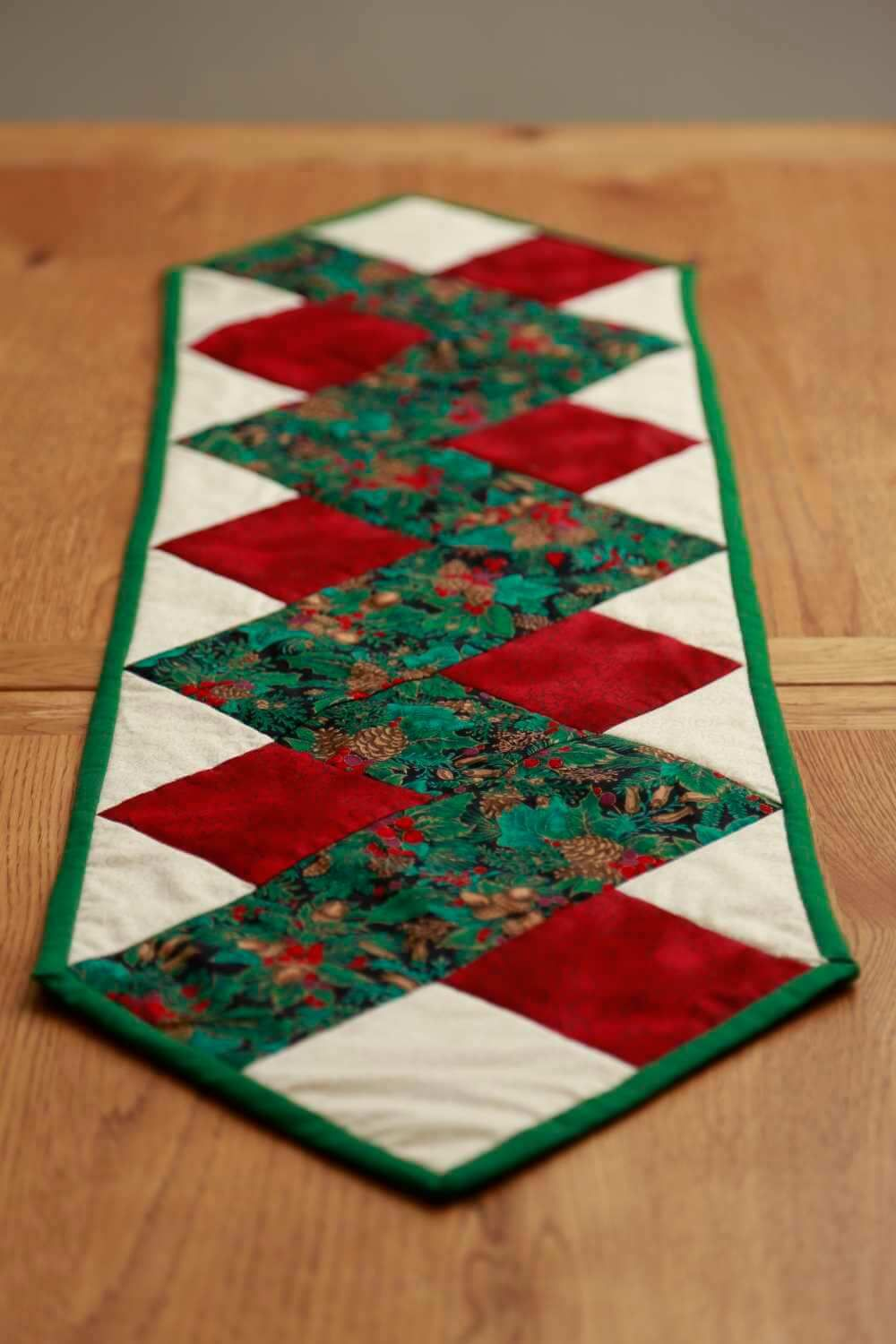 Stunning Green Patterned Christmas Table Runner With Berries Fir Cones And Ivy Leaves Dark Red Marbled Cream Fabric Zig Zag Quilted