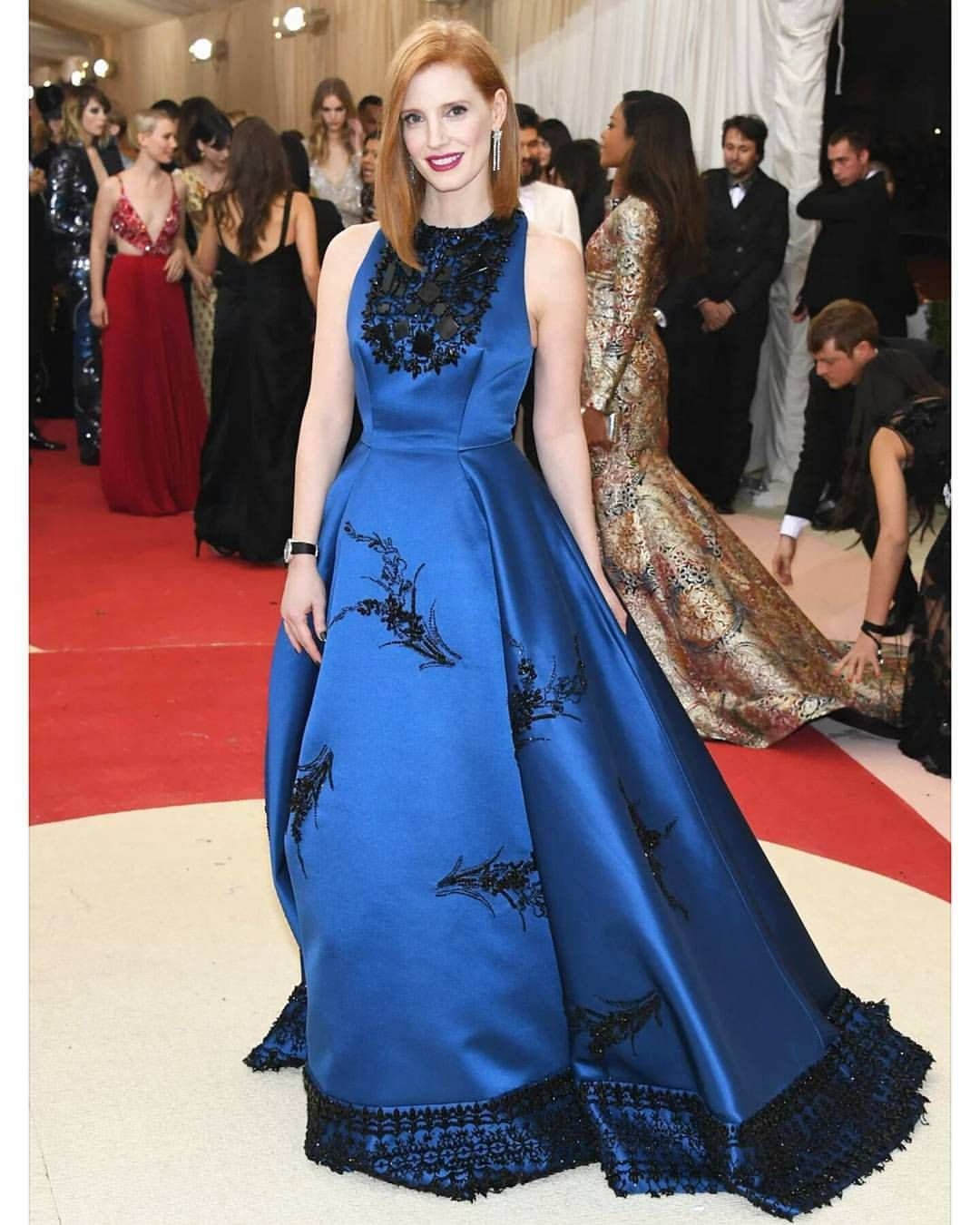 Jessica Chastain sur Instagram: Living for this peacock blue #metball @prada
