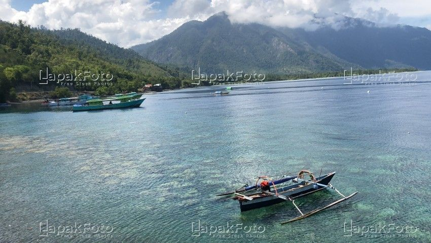 Pemandangan Laut Di Sulawesi In 2020 Photo Stock Photos Mountain Lake