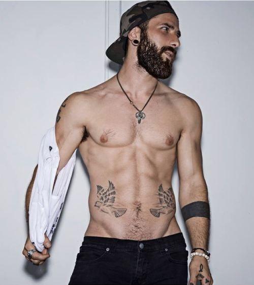 baarden en tatoeages dating daterend een het terugkrijgen cocaïne verslaafde