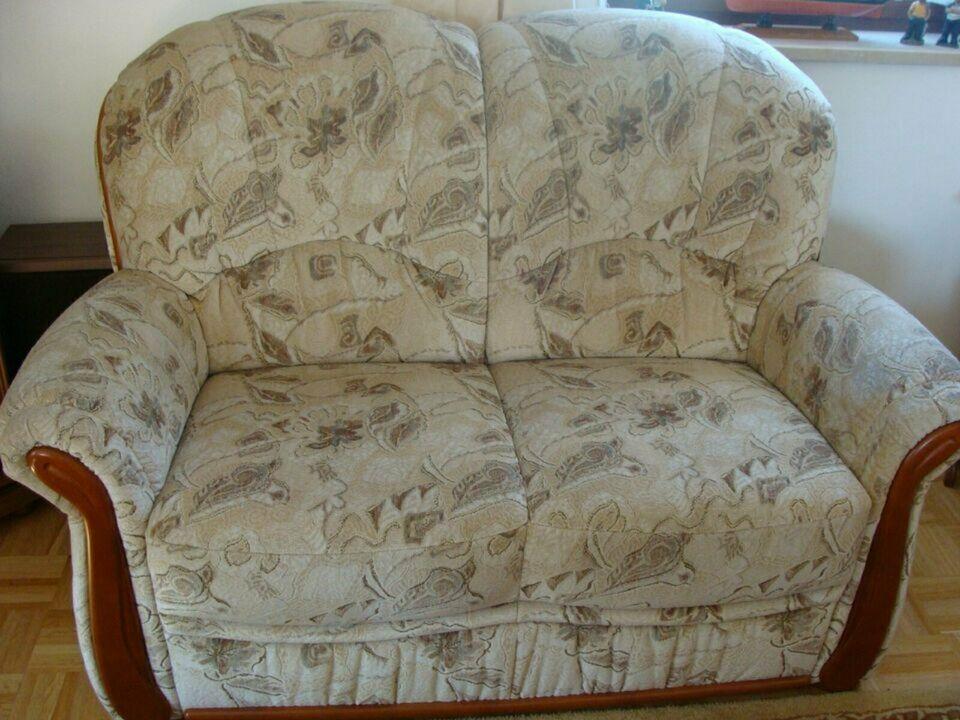 Top Gebrauchtes Sofa 2 Sitzer Couch Fur Wohnzimmer Oder Gastezimmer Zu Verschenken Gut Erhalten Polsterung Noch Sehr Gutzu Verschenken G Sofa Couch Wohnzimmer