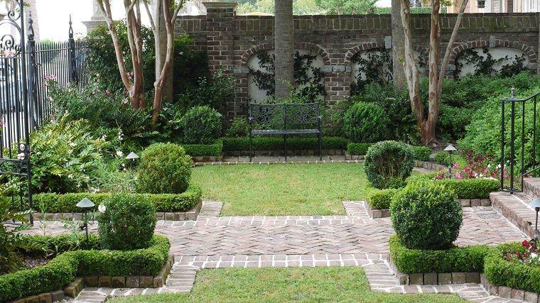 Recinzioni Da Giardino In Ferro : Piccoli giardini di villette entrata di casa e siepi basse