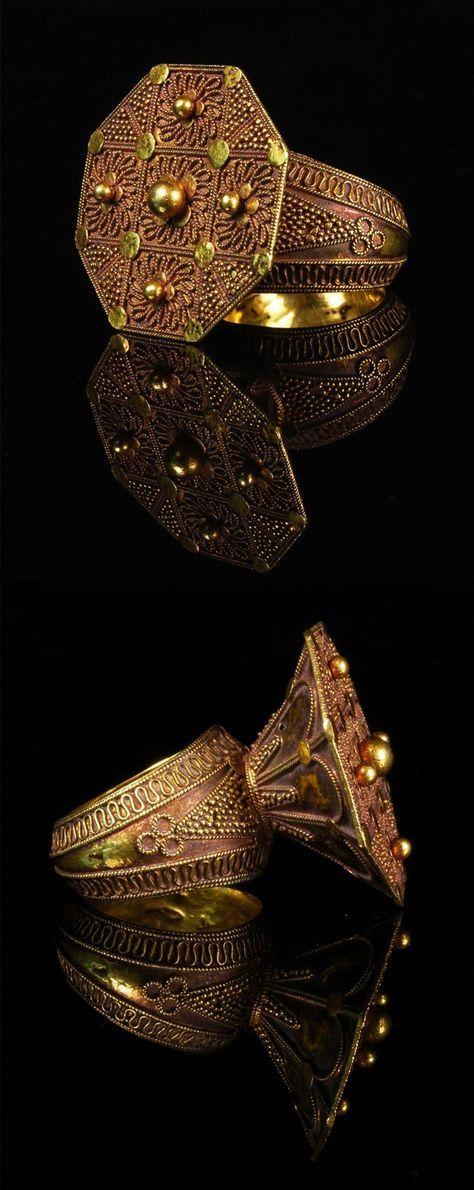 North Sumatra, Indonesia   High karat gold Karo Batak Ring from the 19th century   Price on request