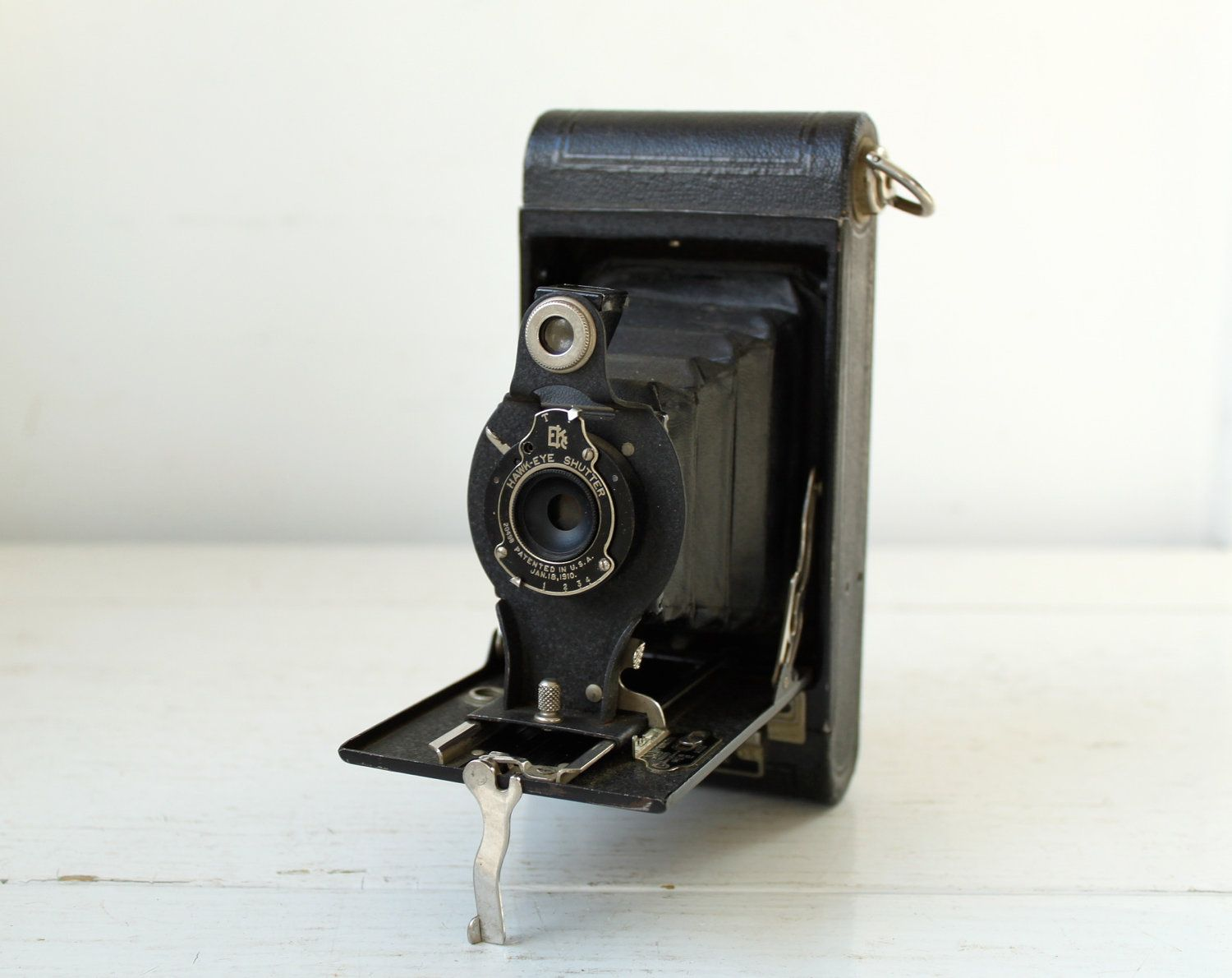 Vintage 1920s 1930s kodak camera the hawk eye no 2 model c vintage 1920s 1930s kodak camera the hawk eye no 2 model c fandeluxe Gallery