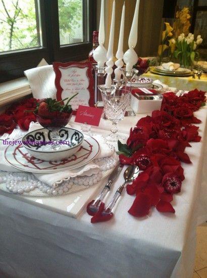 shabbat table rose petals red themed Shabbat table & shabbat table rose petals red themed Shabbat table   table ...