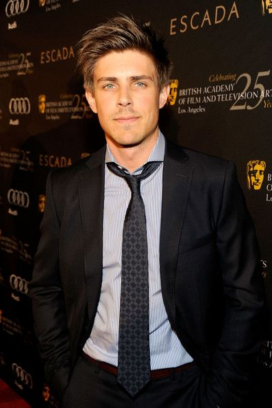 chris lowell bio