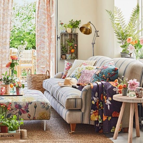 Country Living Room With Botanical Soft Furnishings Ideal Home Country Living Room English Living Room Living Room Pictures