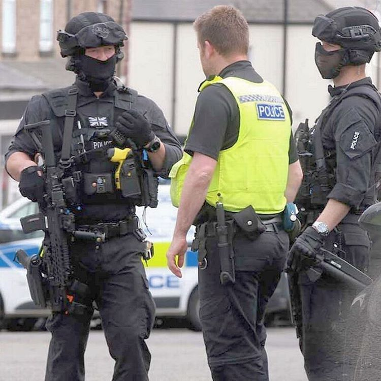 how to become swat uk