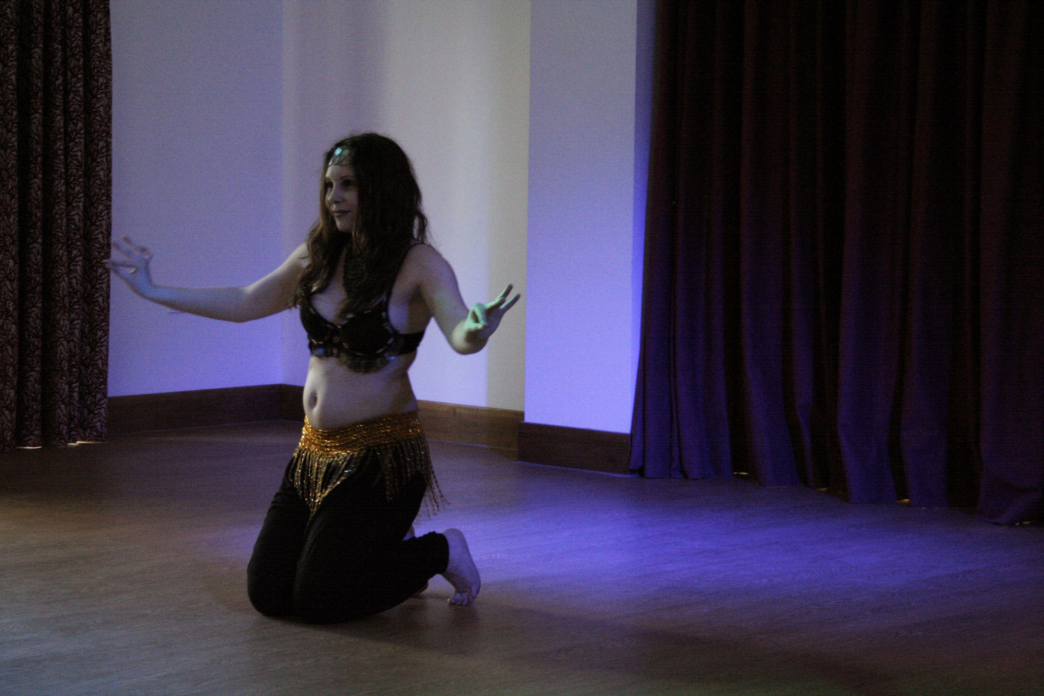 Joanne performing American Cabaret Floorwook at Metamorphosis Belly Dance's 'Oriental Nights' Showcase.  May 14th 2016  www.metabellydance.co.uk