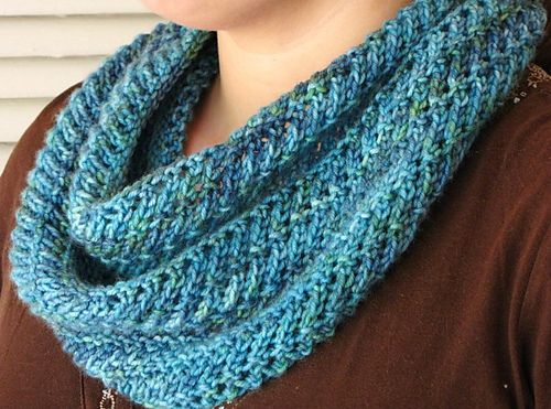 Forest Glade Cowl pattern by Linda Dawkins | Knitting - scarves ...