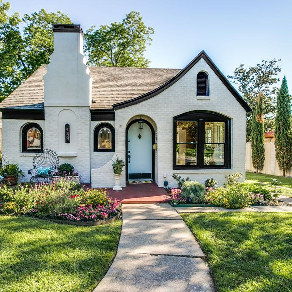 Fortheloveofoldhouses On Instagram Dallas Tx 1943 600 000 Photos Are From The Listing House Exterior House Styles Cottage Homes