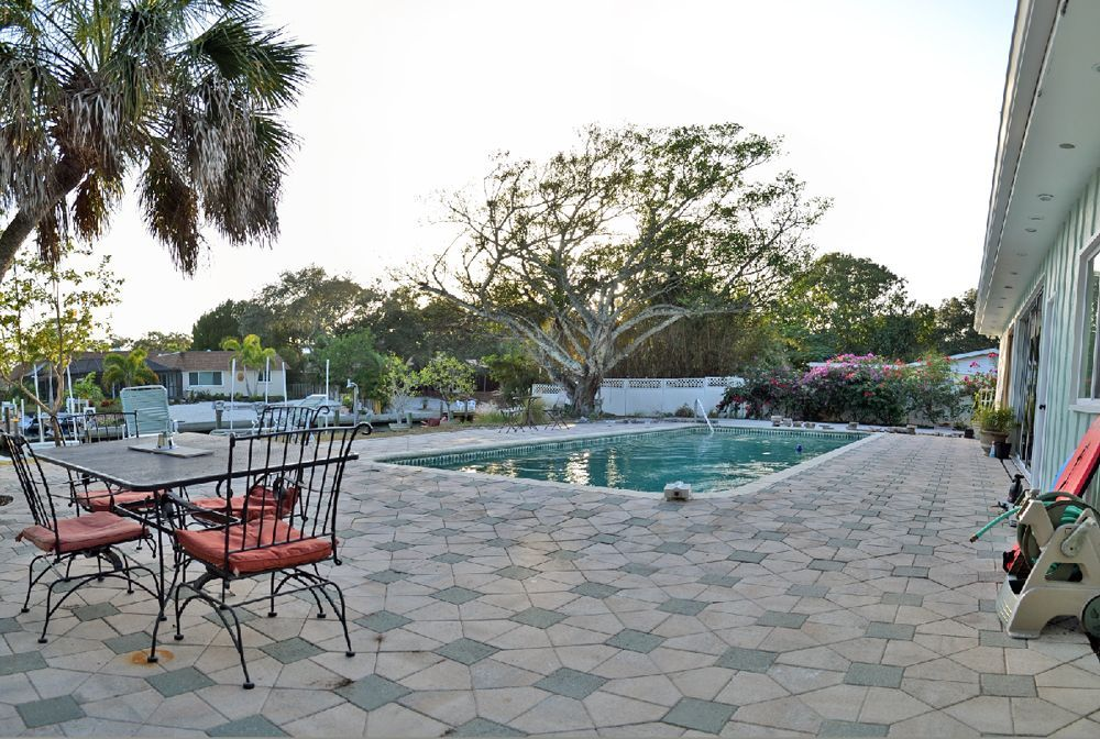 Spacious Siesta Key Canal Front Vacation Rental House With Large Heated Pool Siesta Key Vacation Home Rentals Vacation Rental Siesta Key Rentals