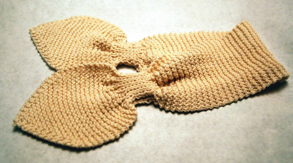 Knitted Keyhole Scarf Pattern : disdressed: Pattern for baby keyhole scarf For Tilly Pinterest Baby sca...