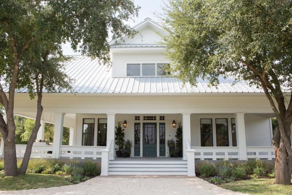 Fixer Upper Blending Styles In An 1880 S Farm House Hgtv S Fixer Upper With Chip And Joanna Gaines Hgtv Ramsey House Fixer Upper House House Exterior