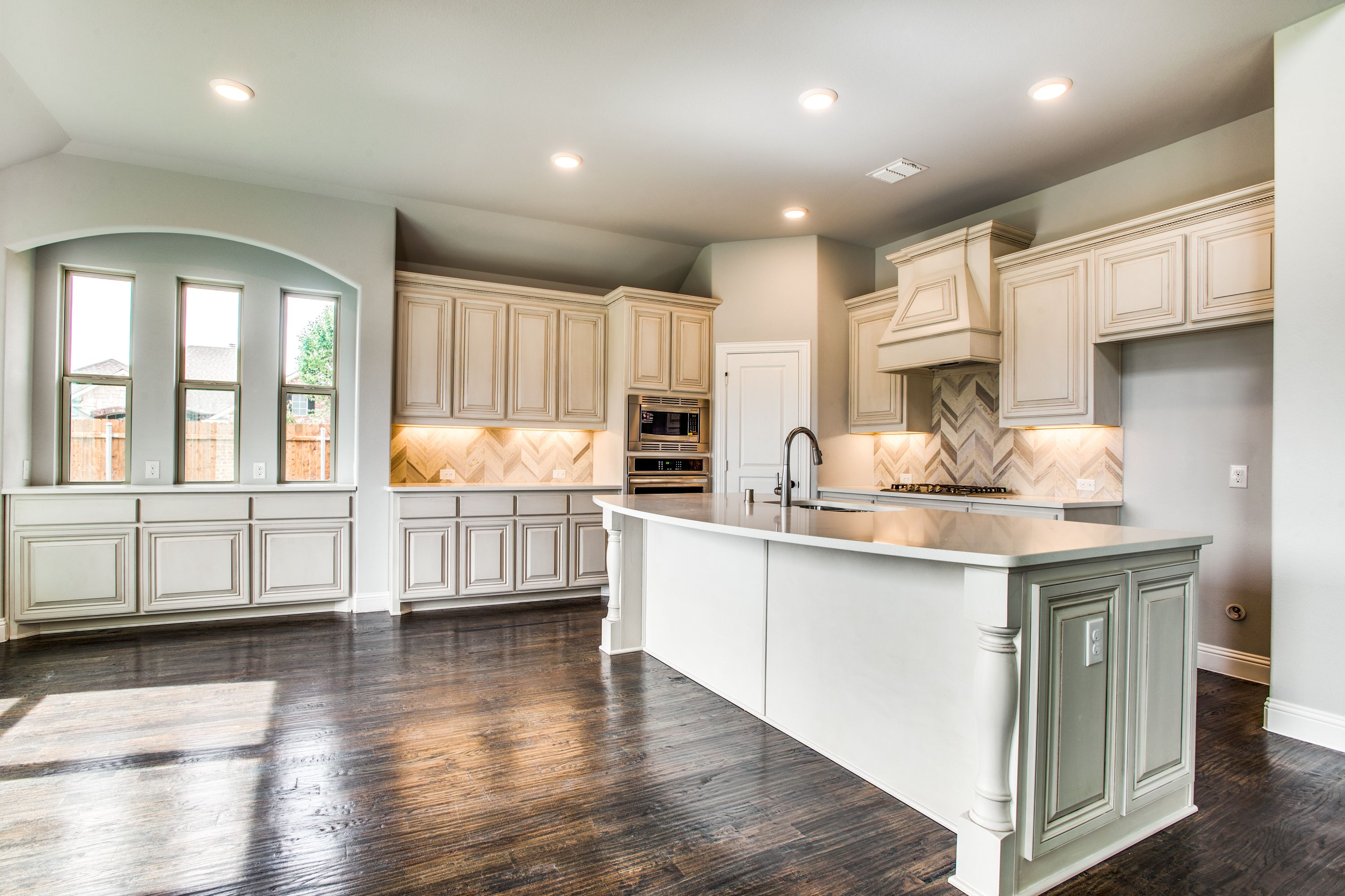 Plenty Of Room For Entertaining In This Kitchen And With Design That All Your Neighbors Will Be Envious Of D Bloomfield Homes New Homes New Homes For Sale