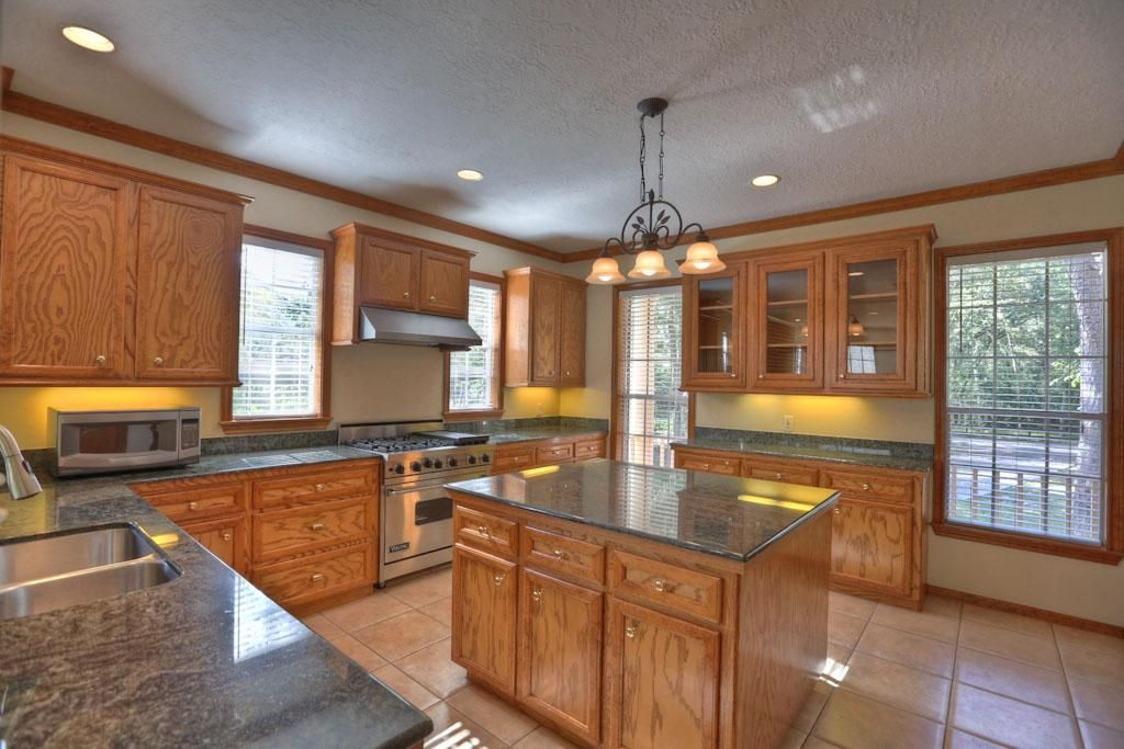 Welcome To The Home S Expansive Kitchen 14x14 Custom Features Abound With Stainless Steel Appliances 6 Burner Living Dining Combo Brick And Wood Wood Roof