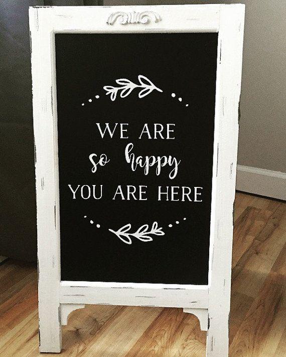 Wir sind so glücklich, dass Sie hier Hochzeit Tafel Staffelei sind   – Bridal shower