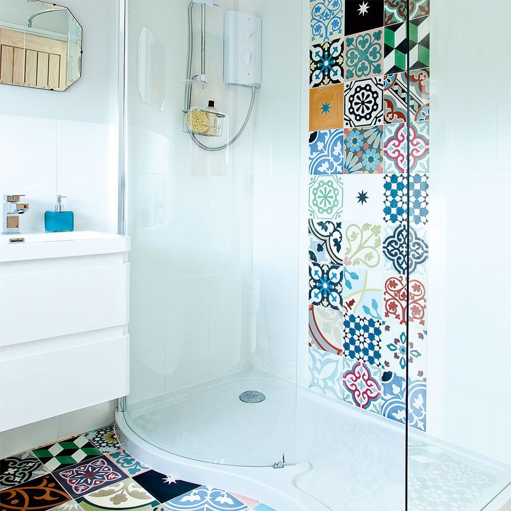 Modern white bathroom with patchwork wall and floor tiles | ВАННАЯ ...