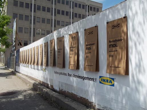 Ikea S Cardboard Outdoor Posters Fold Down Into Moving Boxes Ikea Demenagement Publicite