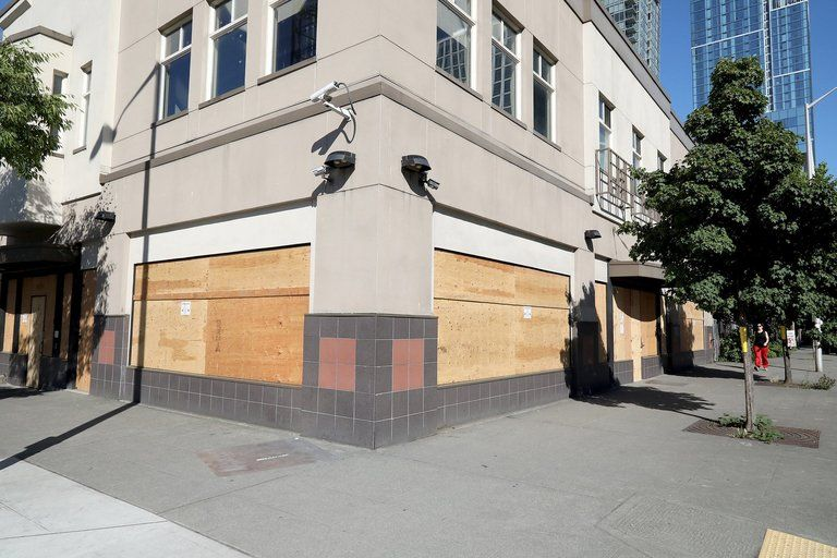 With Sobering Center Closed King County Is Dropping Homeless People Off In Ers To Sleep The Seattle Times Homeless People Downtown Seattle King County