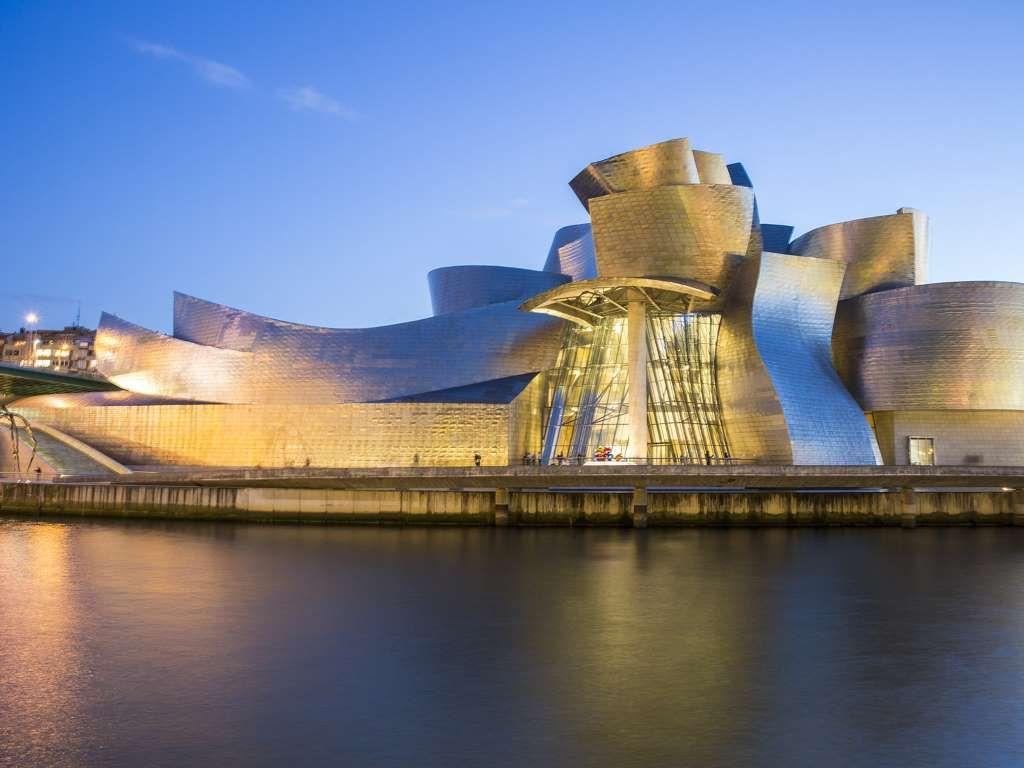 En cualquier visita a España, te la pasarás admirando muchos edificios históricos que tienen cientos... - Shutterstock