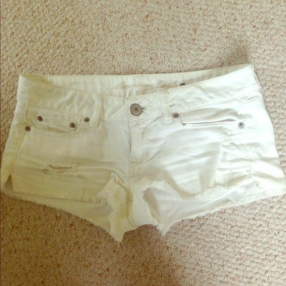 American Eagle white shorts Size 4, look great for summer! American Eagle Outfitters Shorts Jean Shorts