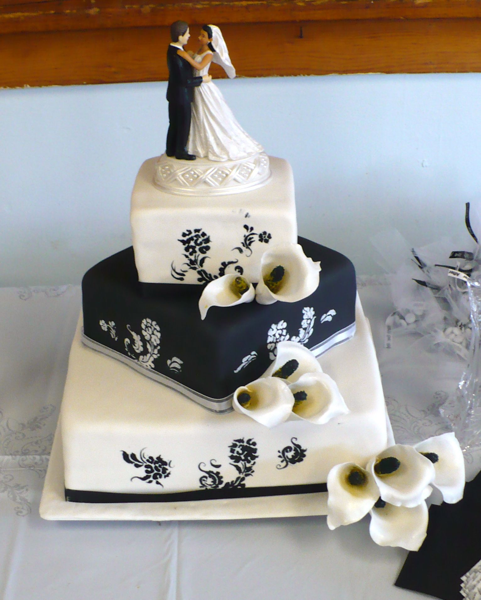 square calla lily wedding cakes sugar calla wedding cake eat me desserts custom 20357