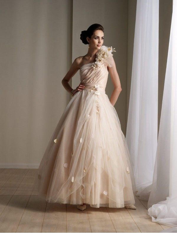 Elegant Organza and Satin One Shoulder Strap Ball Gown Wedding Dress with Fluffy Ruffled Skirt