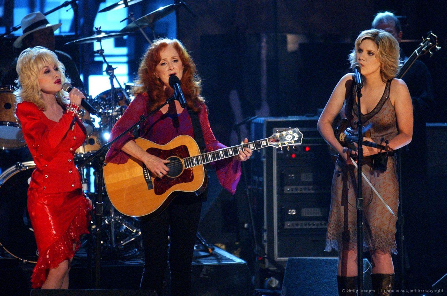 Dolly Parton Bonnie Raitt And Alison Krauss Bonnie Raitt Dolly Parton Famous Musicians