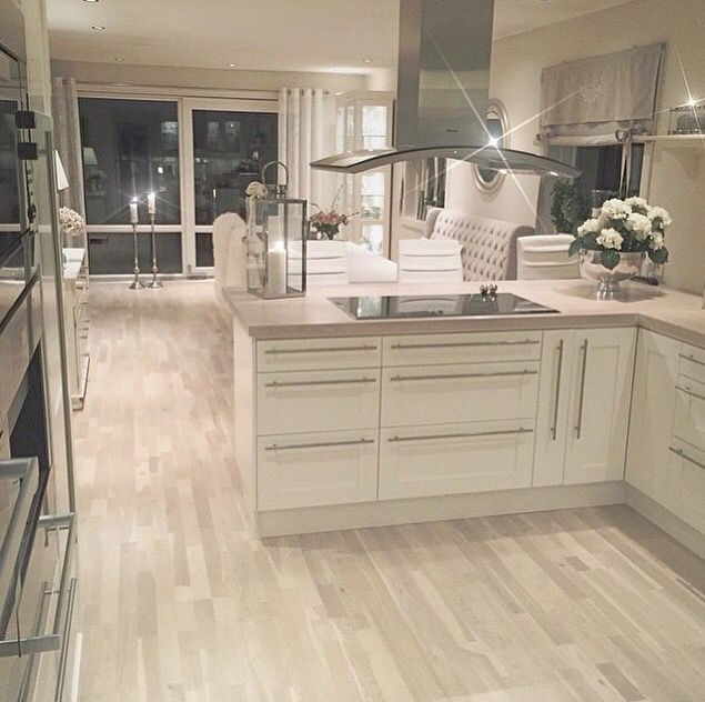 Dream kitchen. So sassy.