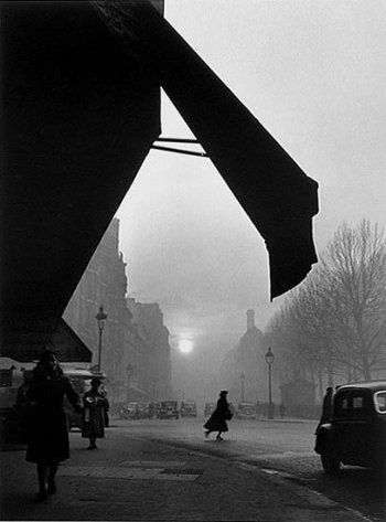 Willy Ronis, Sèvres-Babylone Intersection, Paris, 1948
