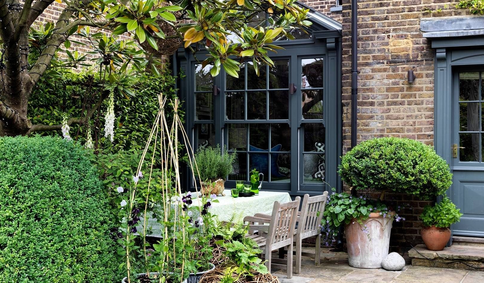 Garden designer Butter Wakefield's house is a slice of the country in the city – City garden