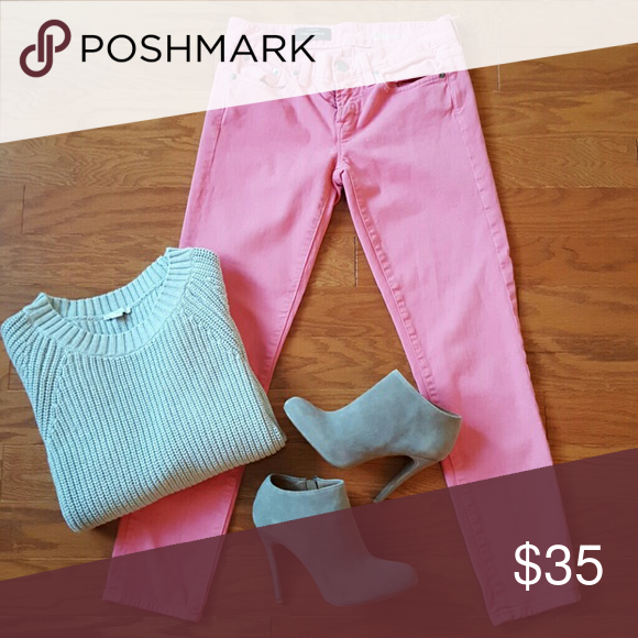 PINK J.CREW PANTS J.CREW TOOTHPICK PANT SIZE 26 ANKLE  PINK COLOR TWO FRONT SLOT POCKETS  ONE SMALL FRONT SLOT POCKET  TWO BUTT SLOT POCKETS  ONE BUTTON AND FRONT ZIP CLOSE  96% COTTON 4% SPANDEX  SOFT MATERIAL  GREAT CONDITION  NO VISABLE DAMAGE TO MATERIAL  NO TRADES USE OFFER BUTTON NO J. Crew Pants Ankle & Cropped