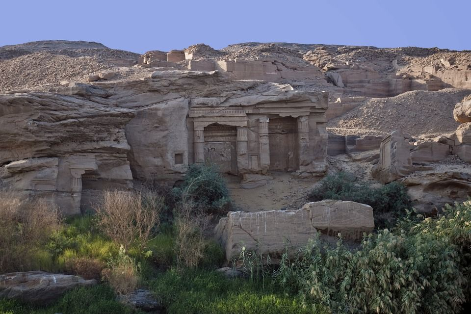 Roca tallada - tumbas Egipto