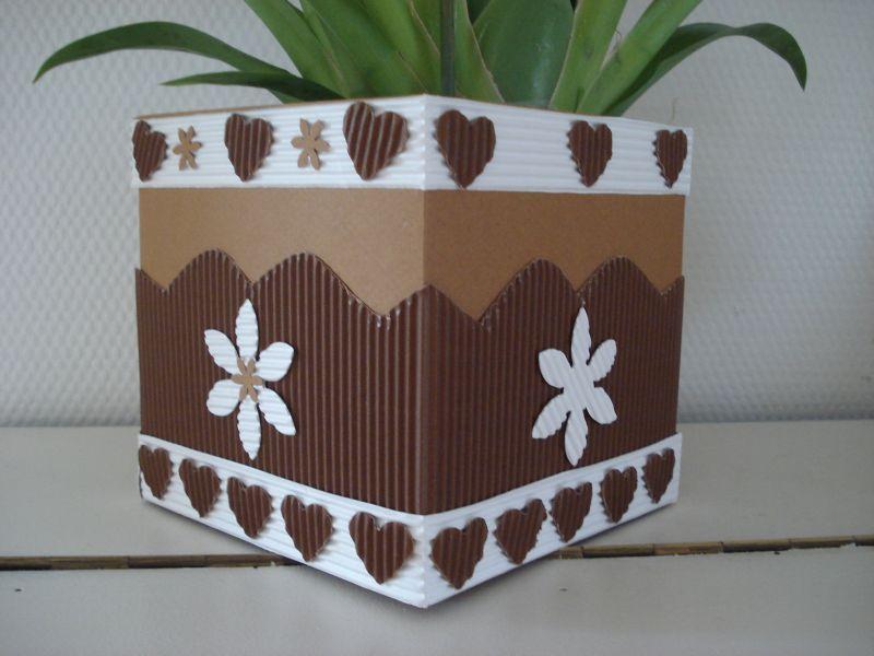Super Tutoriel Cache-pot en carton ondulé ''coeurs et fleurs'' (Enfants  YX99