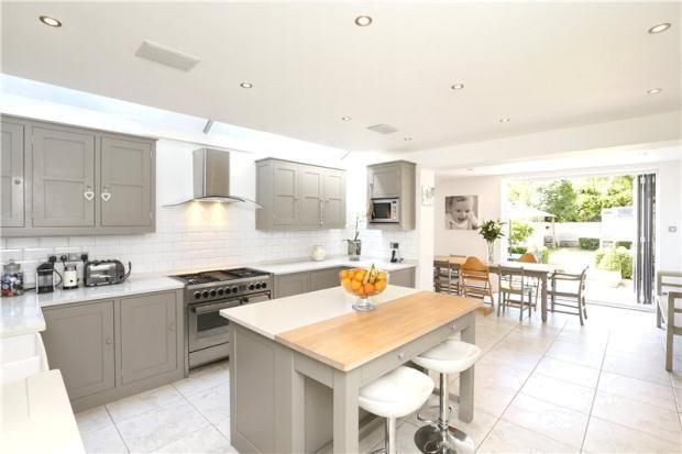 grey and white kitchen #island House Pinterest White kitchen