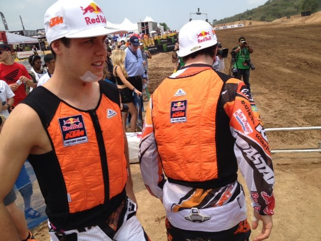 Ktm Factory Riders Pre Cooling With The Performance Cooling Vest
