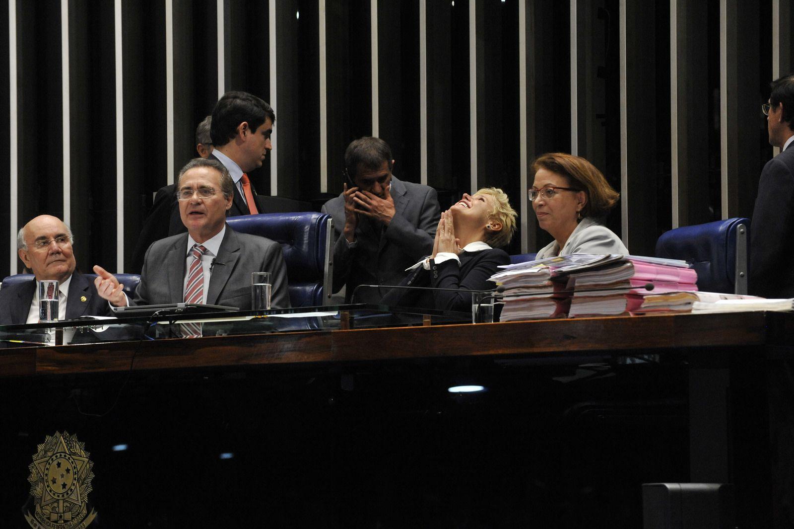 Presidente do Senado, Renan Calheiros (PMDB-AL), anuncia aprovação da Lei Menino Bernardo (04/06/2014). Foto: Jonas Pereira