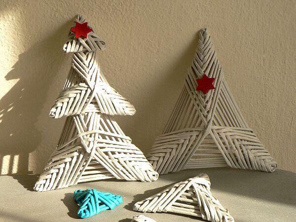 2b90e1bcd Ďalšia variácia na vianočný stromček pletený z papieraPotrebujeme:papierové  ruličky, lepidloPostup:Text sa objaví aj pri jednotlivých obrázkoch pri  pohybe ...