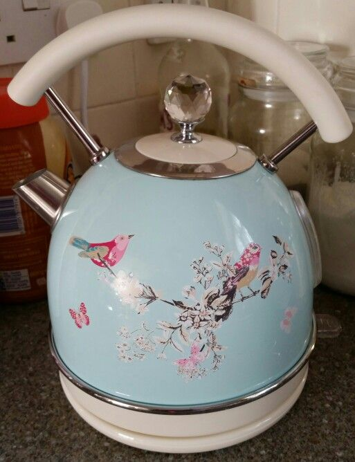 very cute electric kettle not from cath kidston but. Black Bedroom Furniture Sets. Home Design Ideas