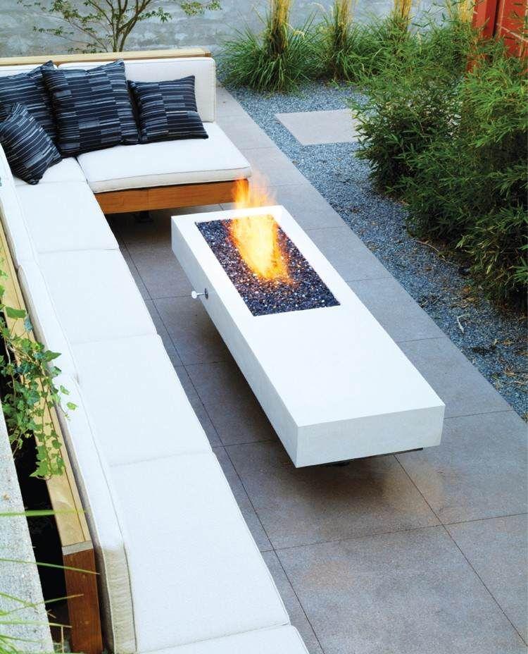 Graue Terrassenplatten Unter Gas Feuerstelle