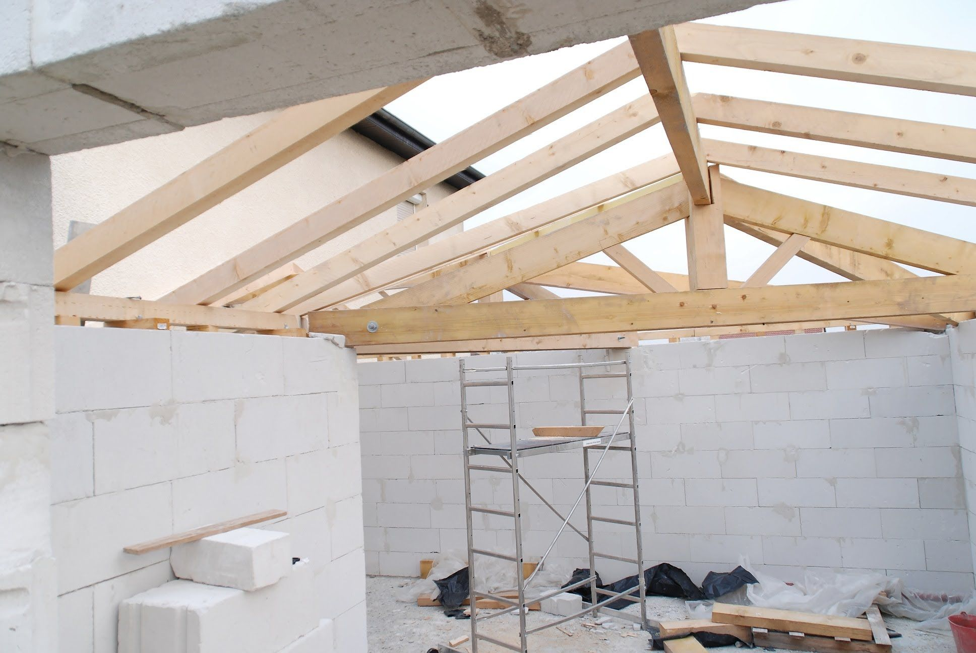 How to build a conventional wood pitched roof framing